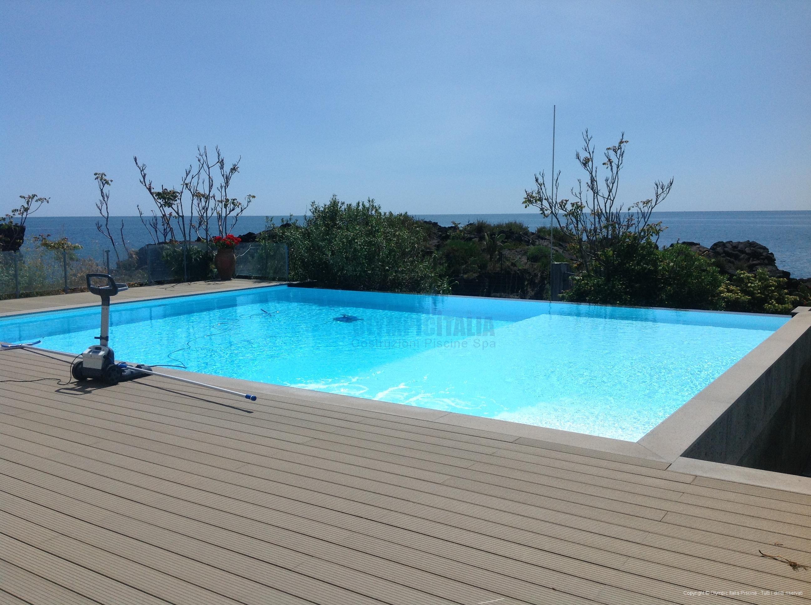 Piscine a sfioro prefabbricate - Bordo piscina prezzi ...